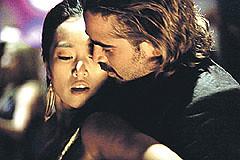 Sonny Crockett e Isabella bailando acaramelados